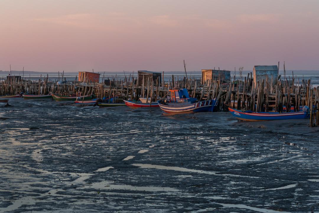 Puerto Palafítico de Carrasqueira con marea baja
