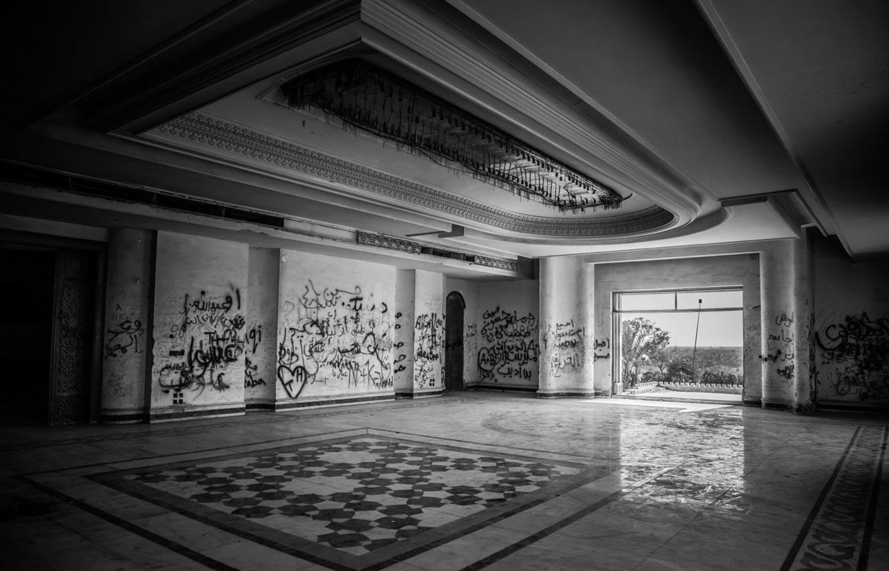 Grafitis en el interior del Palacio de Sadam Husein